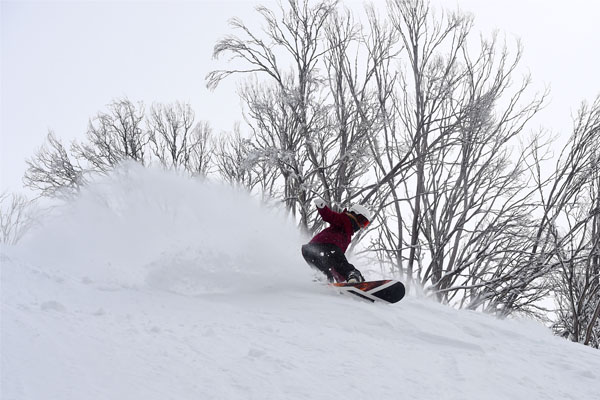 Hotham season extension, powder snowboarder